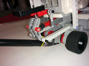 Lego_EV3_with_brush