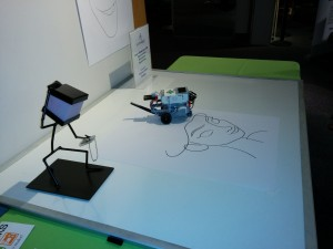 Lego_EV3_drwaing_robot_at_TechTwilight_3